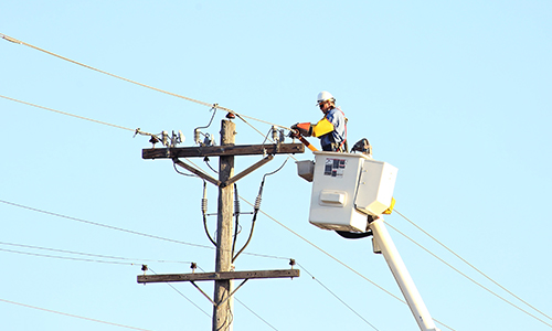 A lineman repairs a power line